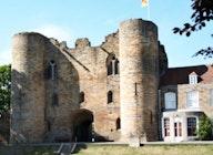 Tonbridge Castle artist photo