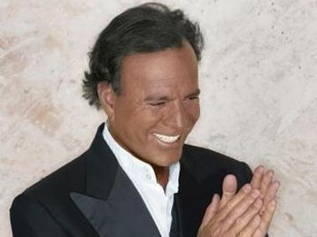 Julio Iglesias artist photo