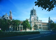 Victoria & Albert Museum South Kensington (V&A Museum) artist photo