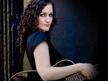 Lizzie Nunnery artist photo