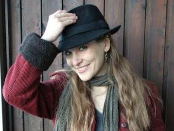 Rebecka Slater Lyons (Rosa-Rebecka) artist photo