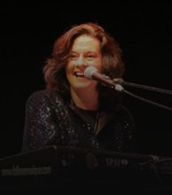 Linda Gail Lewis artist photo