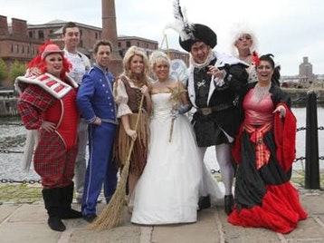 Cinderella : Tina Malone, Leanne Campbell, Richard De Vere, Si Foster, Marc Lawlor, Charlie Griffiths picture