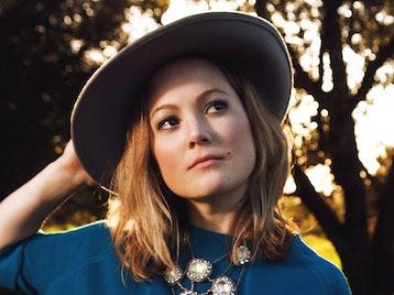 Sara Watkins artist photo