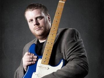 Danny Bryant artist photo