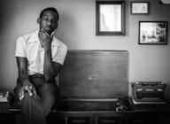Leon Bridges artist photo