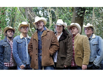 Los Pacaminos + Paul Young picture