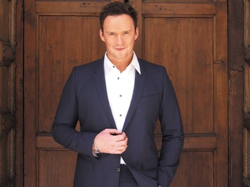 A Candlelit Christmas Concert : Russell Watson picture