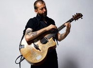 Jon Gomm artist photo