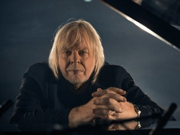 Journey To The Centre Of The Earth: Rick Wakeman + The English Rock Ensemble + Jules Verne Symphony Orchestra and Choir + Roger Dean picture