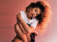 Ella Eyre artist photo