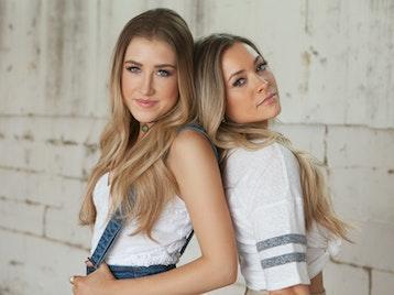 Maddie & Tae artist photo