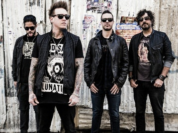 Papa Roach + Middle Class Rut + American Fangs picture