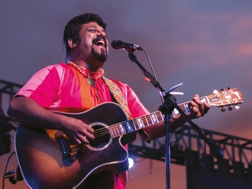 Raghu Dixit artist photo