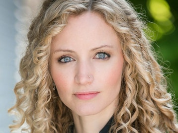 Dr Suzannah Lipscomb artist photo