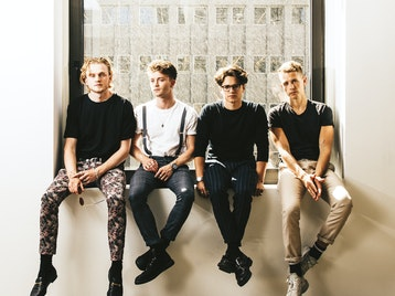Four Corners Tour 2019: The Vamps, New Hope Club picture