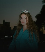 Nilufer Yanya artist photo