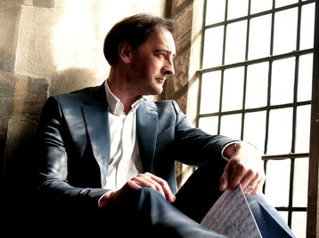 Introductions To Classical Piano: Alistair McGowan picture